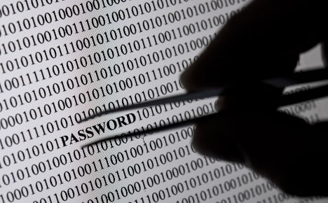 How to hack 16 million email accounts