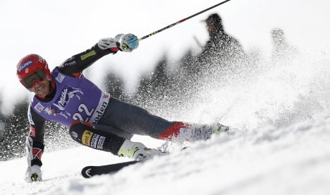 Germany's Neureuther claims giant slalom first