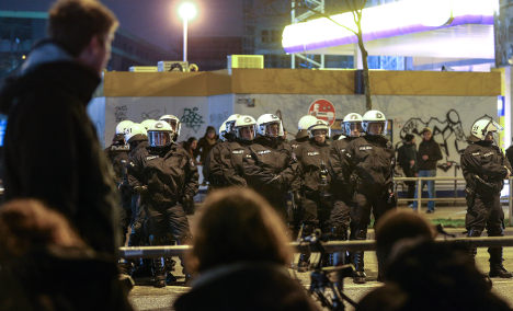 Police lift 'restricted zone' in Hamburg