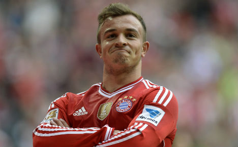 Bayern batter Freiburg to extend title lead