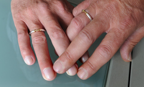 Gay clergy win right to live with partners