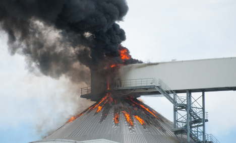 Silo with 40,000 tonnes of sugar on fire