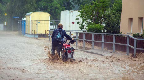Storms cause death, floods and flight delays