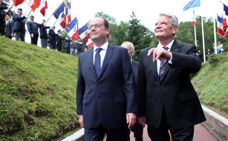 Gauck and Hollande mark WWI anniversary