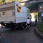 This wine delivery truck driver parked right in the way.Photo: thingsonbikelanes/tumblr