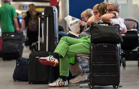 Flight delays grow as refunds stand to drop