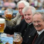 """Former Munich mayors Christian Ude and Hans-Jochen Vogel joined Bavarian first minister Horst Seehofer for a """"prost"""" that crossed  political boundaries.Photo: DPA"""