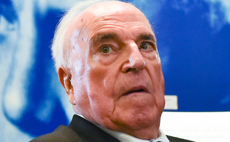 Kohl rushes to block embarrassing book