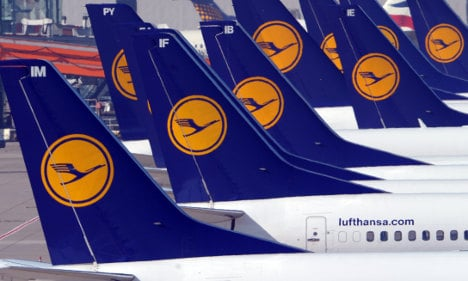 Lufthansa pilots to strike for 35 hours