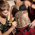 Some artistic prowess was on display at the Berlin Convention Centre as this dextrous body painting expert put her skills on show.Photo: DPA