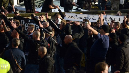 Far-right hooligans battle police in Cologne