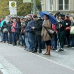 A crowded bus stop in the Köpenick area of Berlin. Photo: DPA