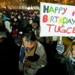 Around 1,500 people held vigil in front of the clinic in Offenbach am Main near Frankfurt following the news that Tugce A. had been declared brain dead. Her family turned off life support after one last birthday celebration. Photo: DPA
