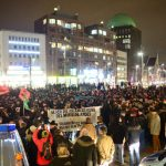 Pro- and anti-Pegida demonstrators gathered in the streets of Hanover on Monday night.Photo: DPA