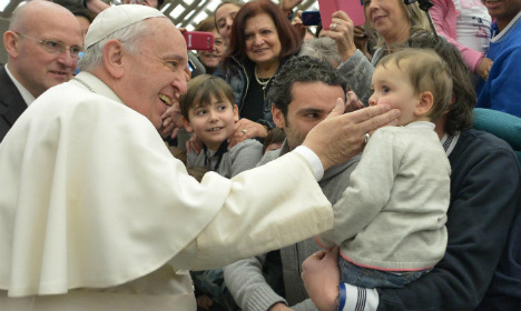 Pope's 'smack' approval draws ire in Germany