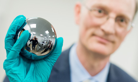 Scientists aiming to redefine the kilogram