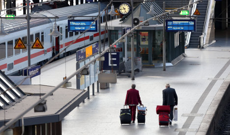 Train drivers hang on for second strike day