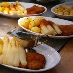 This time we're back to the classics: it's white asparagus with potatoes, schnitzel and melted butter. Of course, the vegetables are still the main event in this dish.Photo: DPA/Nestor Bachmann