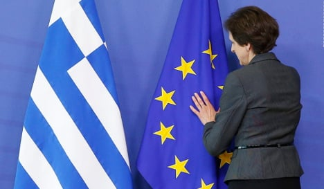 Economists warn against going easy on Greece