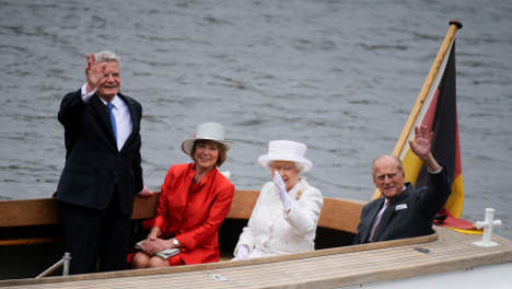 Crowds turn out for 'first chance' to see Queen