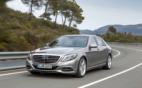 Record sales put Daimler in rivals' wing mirrors