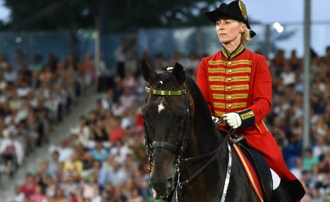 Defence Minister's day off for dressage contest