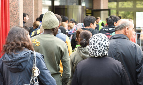 Refugee numbers to reach 800,000 in 2015