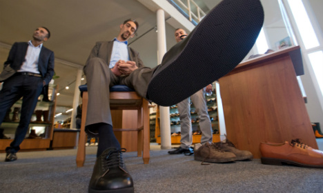 World's tallest people come shoe shopping