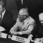 Schmidt (l) with German Democratic Republic (GDR) leader Erich Honecker (m) and US President Gerald Ford (r) at the closing ceremony of the Conference for Security and Co-operation in Europe in 1975.Photo: DPA