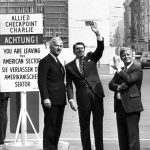 Schmidt (r) with US President Ronald Reagan (m) and Berlin mayor Richard von Weizsäcker (l) at Checkpoint Charlie, the most famous crossing point between West and East Berlin, in 1982.Photo: DPA