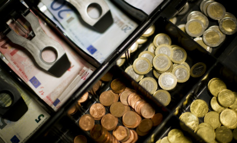 Are Germans right to fear limit on cash payments?
