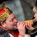 Yes, this is a picture of Thuringian sausage king Rudi Butkus letting queen Miriam Wagner chomp on his wurst.Photo: Photo: DPA
