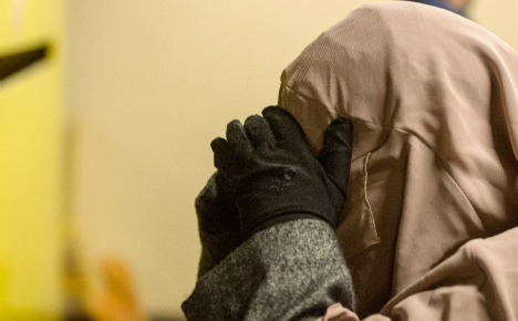 Muslim witness agrees to lift veil in Munich court
