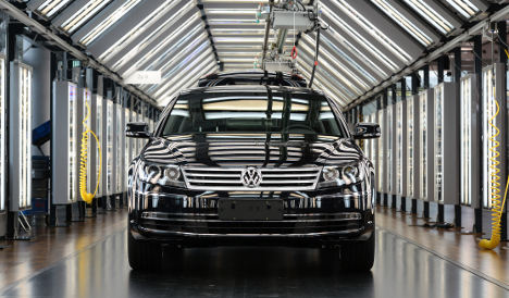 VW recalls 800,000 cars over possible footpedal problem