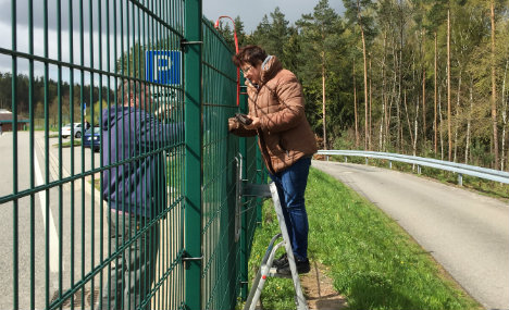 Autobahn wurst war leads to drivers being fed over a fence