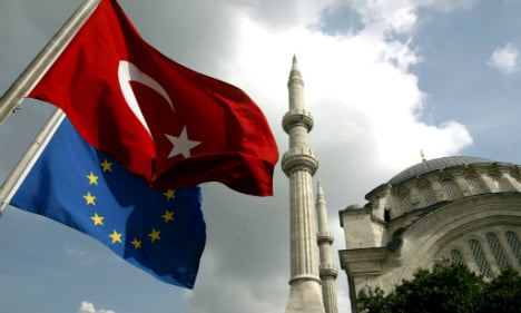 Germany 'expects Turkey to stick to EU refugee deal'