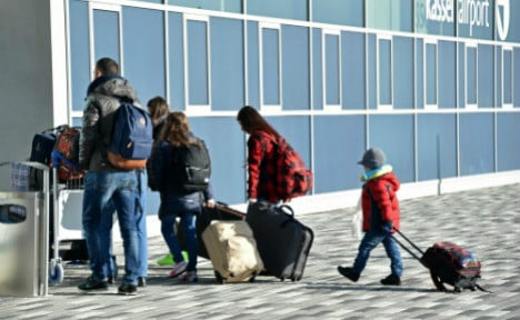 Germany expects 100,000 migrants to leave this year