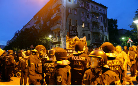 Berlin squatters win court victory after 'illegal' police raid