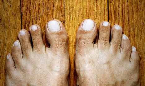 Police settle train violence over smelly feet