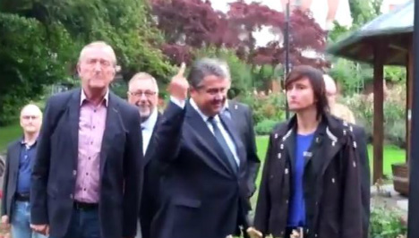 Vice-chancellor Gabriel gives neo-Nazi protesters the finger