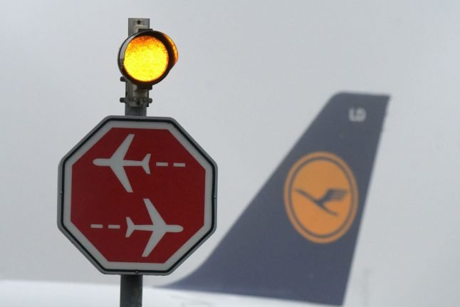 Lufthansa and pilots call in mediation over wage spat
