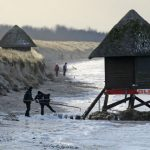 A badly damaged lifeguard's hut on the Fischland peninsula in Mecklenburg-Western Pomerania.Photo: DPA
