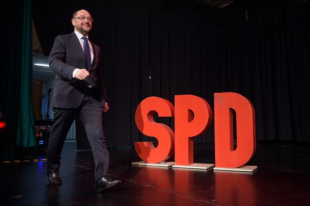 Schulz sets out his plan to challenge Merkel