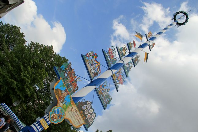 Thieves rewarded with beer after stealing Munich's maypole