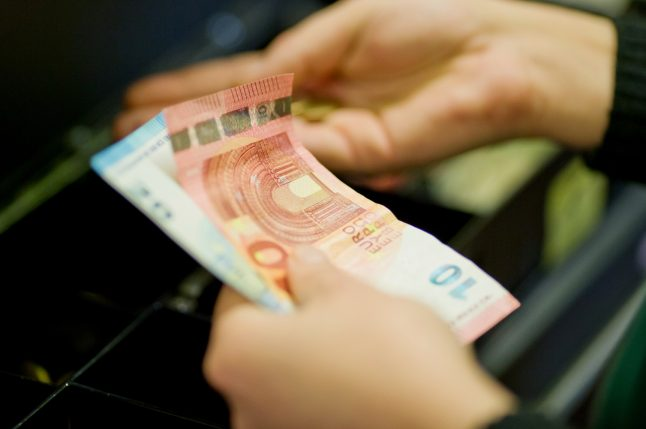 Vast majority of Germans never want to give up cash, poll shows