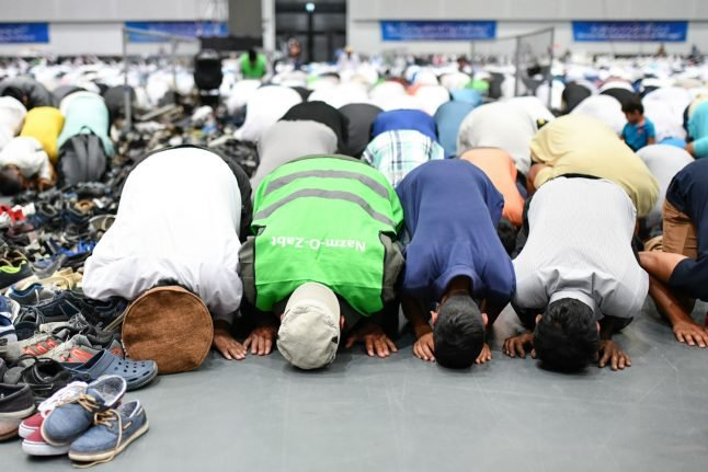 Public Muslim prayer in central Munich cancelled 'after threats from far right'