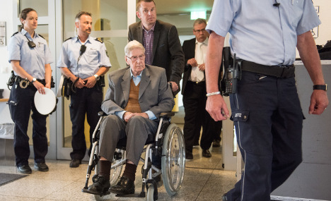 Convicted Auschwitz guard dies before setting foot in prison