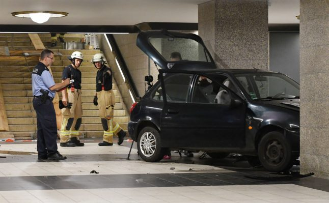Three arrested after car drives down stairs of Berlin U-Bahn station