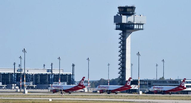 Insolvent Air Berlin says it's in talks with three potential buyers