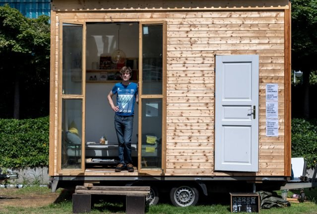 Architects, refugees team up to build tiny houses in Berlin